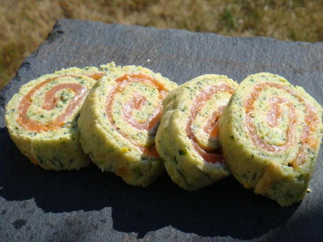 Roule a la courgette tzaziki et tomates