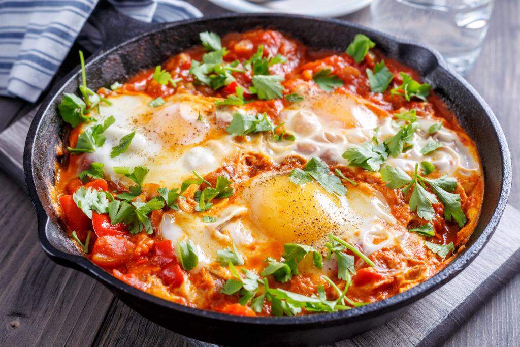 Oeufs au plat à la tomate