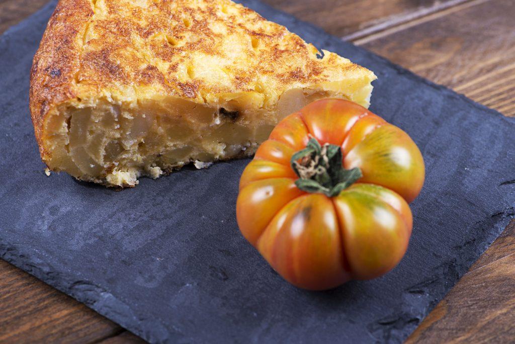 Tortilla espagnole aux pommes de terre et petits légumes