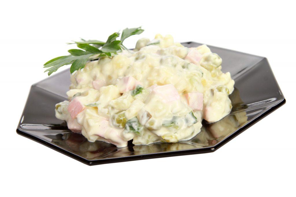 Salade canadienne de pommes de terre et saucisses