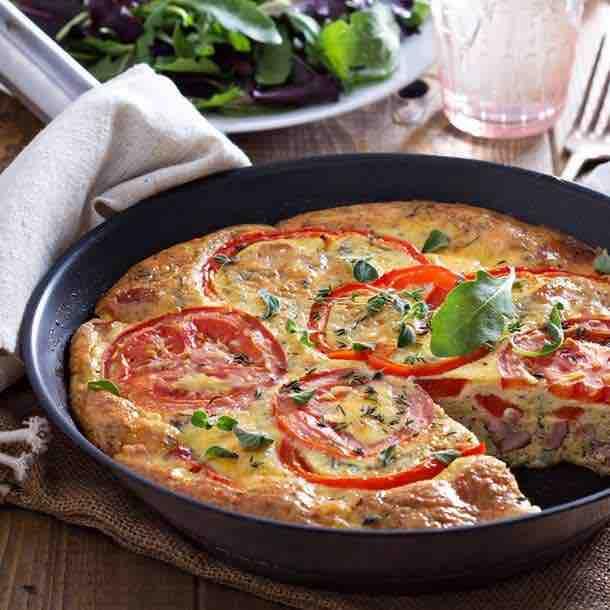 Gâteau d'omelette aux tomates et lardons