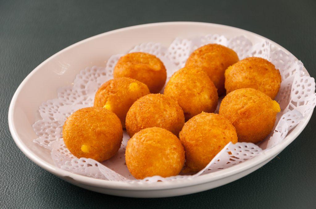 Boulettes de pommes de terre croustillantes cœur vache qui rit