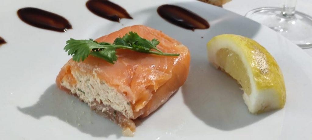 Pavé à la mousse de saumon et saumon fumé