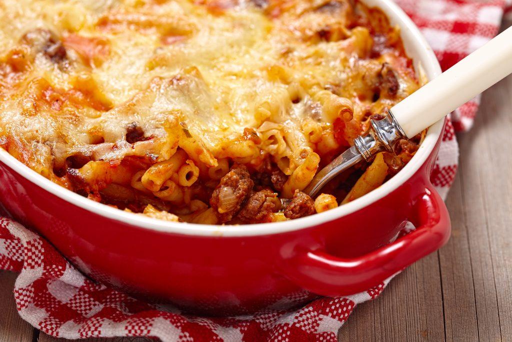 Macaronis à la saucisse et au fromage